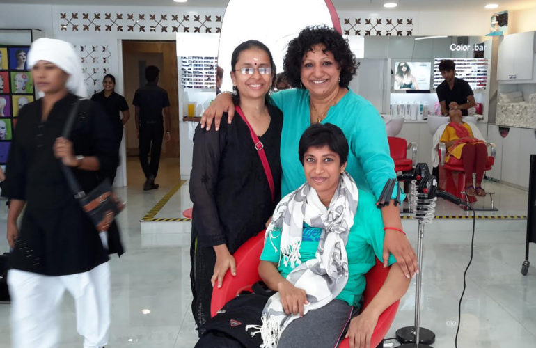 Pallium India volunteer thanks hairstylist for acknowledging needs of wheelchair-bound people