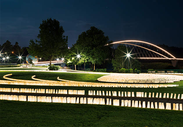 Volunteers Placed 24,000 Luminarias in 4 hours at Salem's Riverfront Park