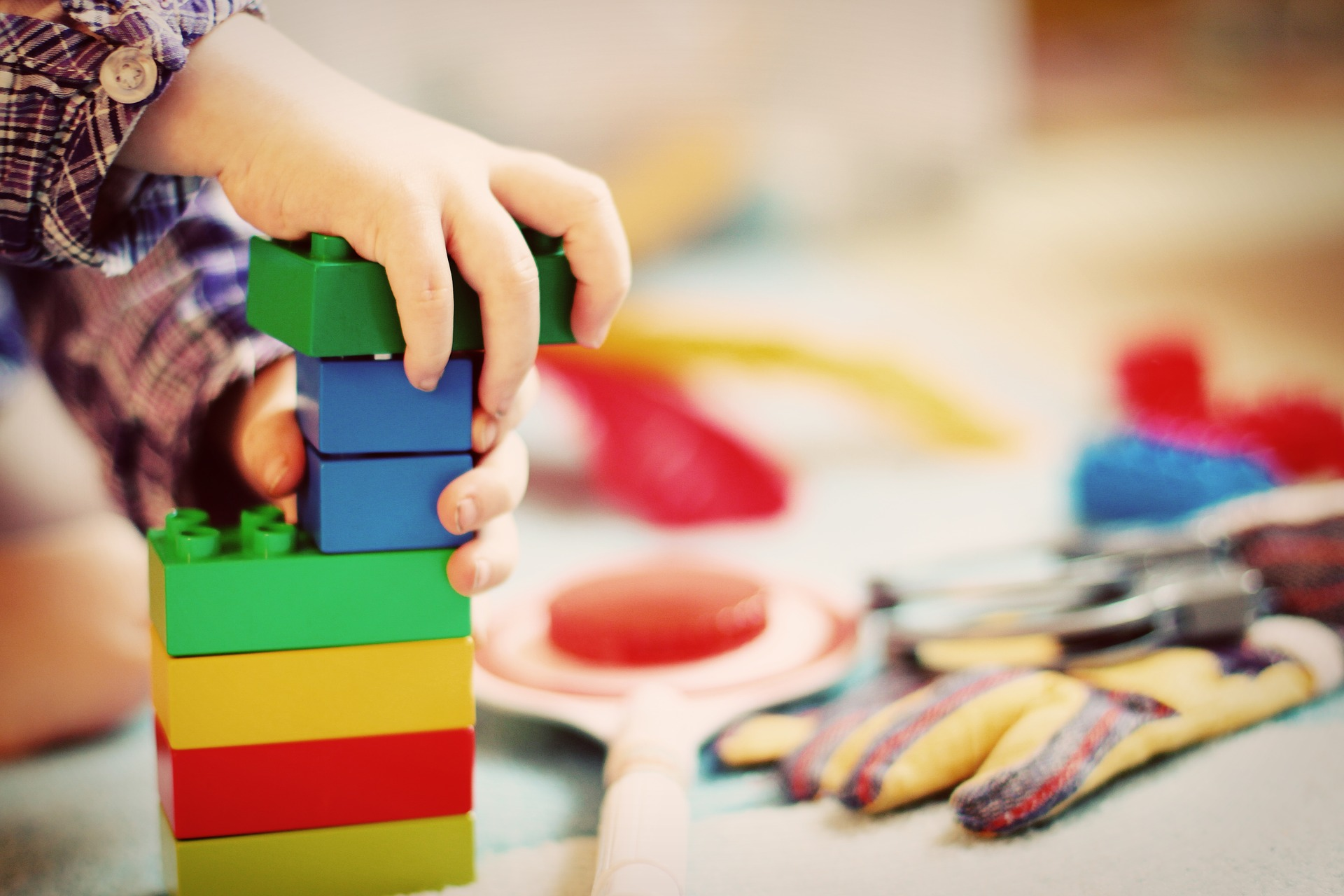 'PLAY': the synonym of childhood