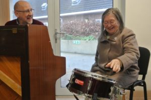 Fraser Simpson Mountbatten Music Therapist and Doreen enjoying music therapy 2
