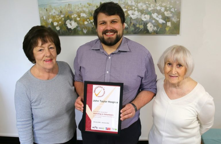 Hospice celebrates national award for outstanding work with volunteers