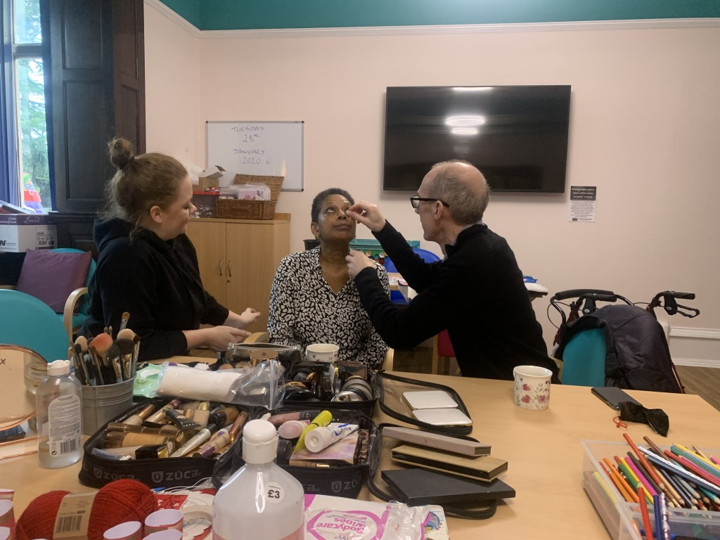 Hospice runs make-up tutorials for partners of patients
