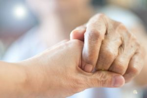 holding-a-persons-hand-due-to-copd-and-death