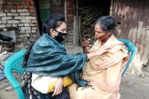 Volunteer Mahmuda Akter Panna is talking with patient Kulsum