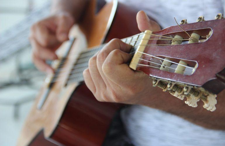Cape Breton therapist brings comfort to patients through music